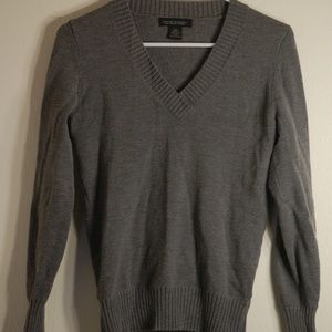 V neck Gray sweater with ribbed detail